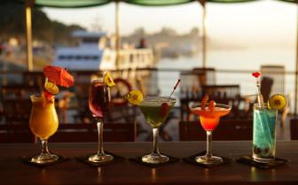 Al Fresco lounge cocktails