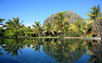 Le Morne garden and pool