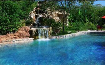 The pool at Quinta Chanabnal hotel