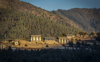 Gangtey Goenpa Lodge overview and mountains