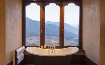 Bay window bath tub
