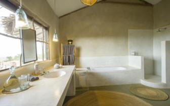 Mkombe house bathroom