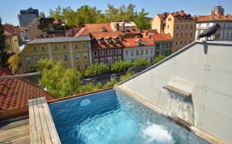 Rooftop pool at Vander Urbani