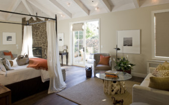 Large luxury bedroom at Hotel Yountville, luxury hotel in Napa & Sonoma Vallyes