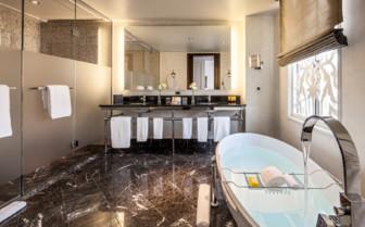 Rosewood Suite bathroom