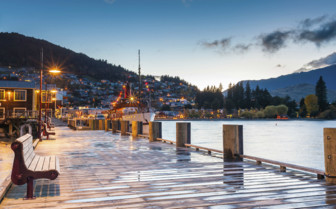 Dawn at Lake Wakatipu in Queenstown