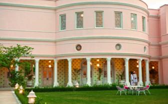 Rajmahal Palace lawn