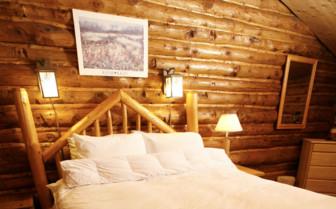 Double Bed Winterlake Lodge