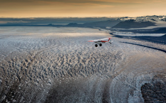 Plane over the Ultima Thume Lodge