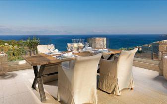 Dining at Camvillia Resort
