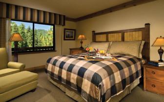 Double bedroom at Tenaya Lodge hotel