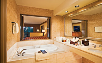Bathroom with tub at the hotel
