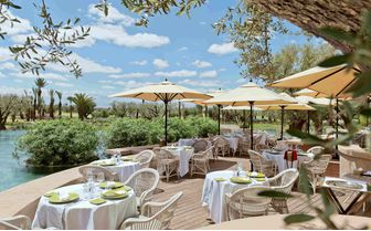 L'olivier restaurant by the pool