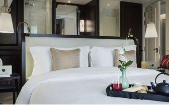 hotel_des_arts_bed
