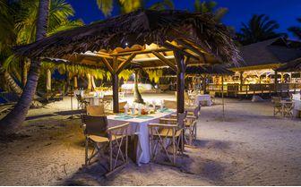 Alphonse_beach_dinner