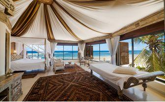 Alfajiri-cliff-villa-master-bedroom