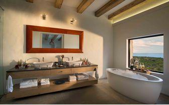 Morukuru_Ocean_House_bathroom_with_a_view