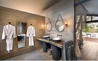 thorntree_bathroom
