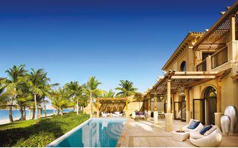 the_palm_dubai_pool_with_beach