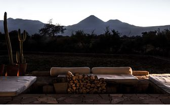tierra_atacama_patio_mountains