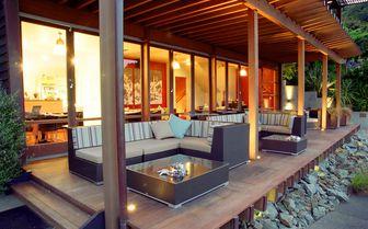 verandah_sofas