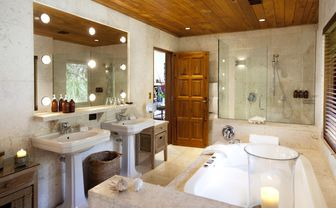 treetops_bathroom