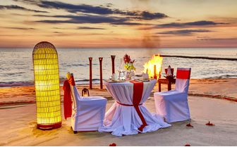 Romantic_Diner_Beach_Sunset
