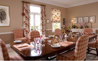 edenhouse_dining_table