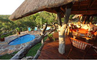 hideaway_cottage_pool_deck
