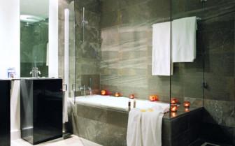 Bathroom with bathtub at the hotel