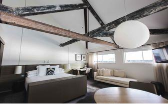 exposed beams in bedroom