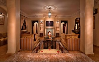 Kniza Royal Suite living room