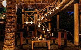 Hotel Esencia beachbar staircase