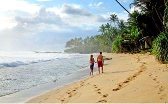 Apa Villa walk at the beach
