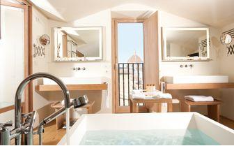 Consorti Suite bathroom