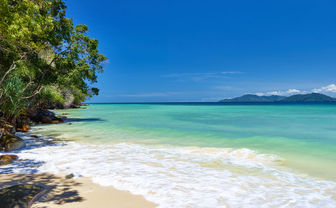 Gaya Island beach