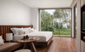 Garden pavilion bedroom