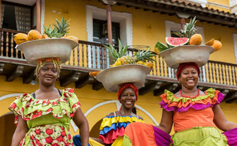 Palenqueras selling fruit in baskets on their head