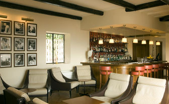 Bar Il Pellicano inside seating