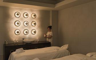 Spa cabin massage beds
