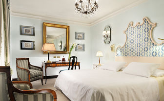 The classic double room at D'Inghilterra, luxury hotel in Italy