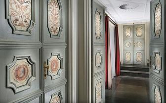 Hallway area at D'Inghilterra hotel