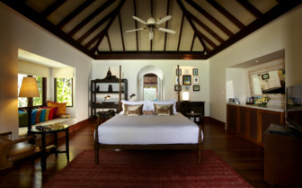 Large Bedroom at Anantara Kihavah