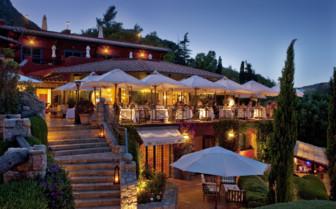 Outdoor restaurant at Il Pelicano