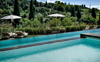 The swimming pool at Il Salviatino hotel
