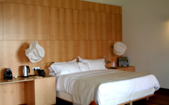 Modern bedroom at Hotel Marques de Riscal