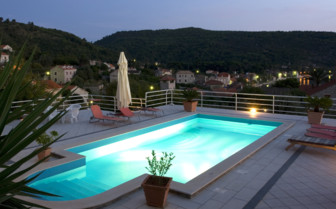 The swimming pool by night at Villa Vilina