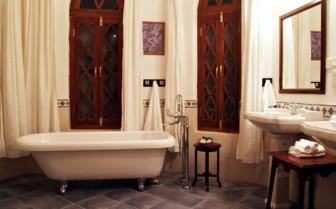 Luxury bathroom at Shapura Bagh, luxury hotel in India