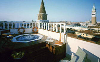 Jacuzzi on the terrace at Bauer Il Palazzo, luxury hotel in Italy