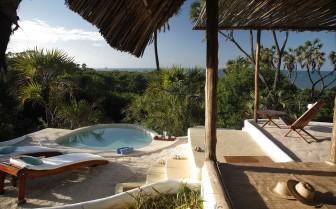 Private plunge pool at Ras Kutani suites